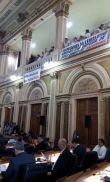 Funcionários protestam no plenário da casa. (Foto: Ricardo Pereira/BandNews)